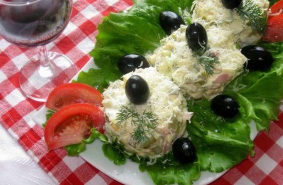 Яйчена салата с шунка и царевица