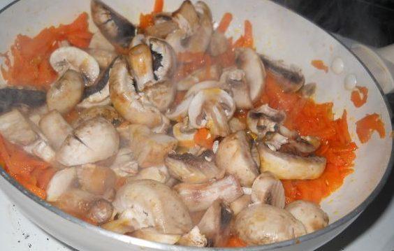 Омлет с плънка от гъби, моркови и сирене