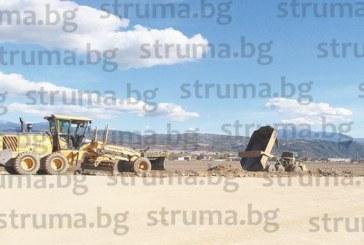"""Над 150 човека и около 120 машини работят по трасето на АМ """"Струма"""" в участъка между Благоевград и Крупник"""