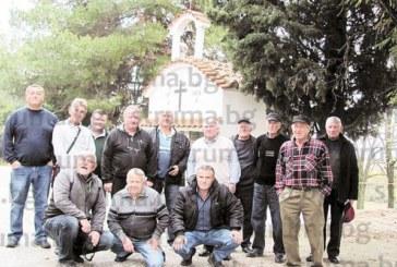 С дарове от тазгодишната реколта – лук, фъстъци и младо вино, жители на Враня спазиха традицията за поклонение в Света гора