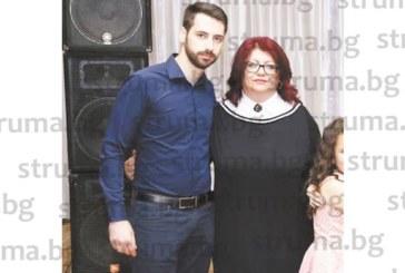 Синът на гоцеделчевските медицински управители д-р Радойкова и д-р Попов завърши с отличен МУ – София
