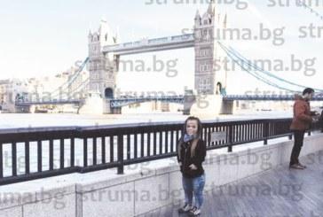 Защо след 8 г. в Лондон и диплома от престижен университет 22-г. Деси се връща в България