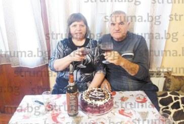 Шахматен шеф от Благоевград и съпругата му честваха 40 г. от сватбата си, заобиколени от 4-ма внуци