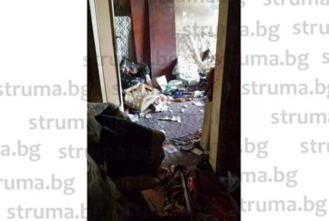 След жалба от съседи изхвърлиха семейство от общинско жилище в Дупница, превърнало апартамента в боклукчарник, натрупало 4000 лв. дълг от наем
