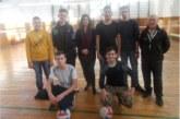 Наградиха с огромни торти волейболни първенци в Кресна