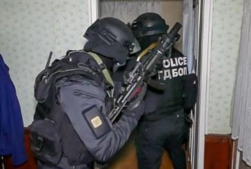 МАЩАБНА АКЦИЯ НА ГДБОП В РАДОМИР И ПЕРНИК! 12 арестувани за наркоразпространение, един се издирва