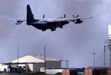 Кола опита да пробие охраната на американска военна база във Великобритания