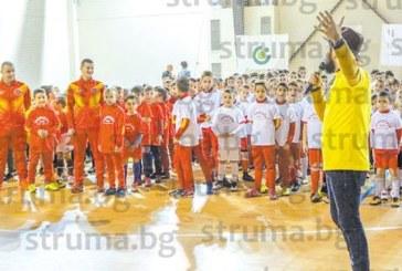 """260 хлапета напълниха зала """"Скаптопара"""" на спортен празник с награди за всички"""
