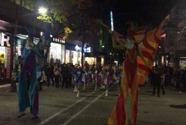 В ОЧАКВАНЕ ЕЛХАТА ДА ГРЕЙНЕ! Пъстро шествие от мажоретки и духов оркестър премина през центъра на Благоевград