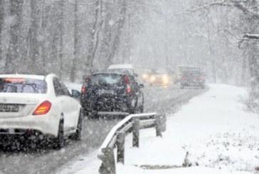 Обилен снеговалеж по пътя Дупница – Самоков! Проходът Предел е ИЗЧИСТЕН! Сняг заваля и в Разложко