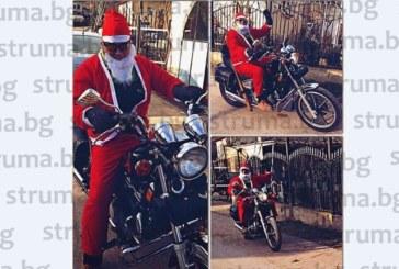 Червеният кандидат за кмет на Благоевград М. Богдански яхна мощен мотор, облечен като Дядо Коледа, и посети родното Лешко