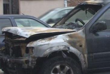 Трима обвинени за запалените коли на затворнически шефове