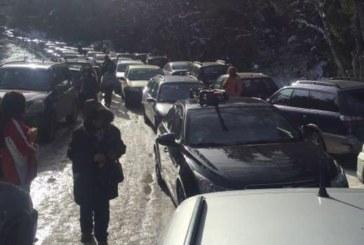 Транспортен хаос на Витоша, десетки коли блокирани