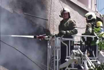 Апартамент лумна в пламъци, има пострадал човек