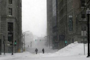 Снежна буря удари Англия, хиляди семейства останаха без ток