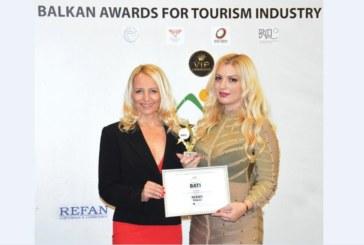 Трикратната световна шампионка по бокс Дейзи Ланг връчи на REFAN туристически Оскар