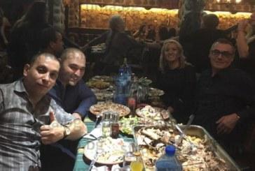 Задружният колектив на ортопедия на МБАЛ – Благоевград си спретна весело парти в навечерието на Нова година