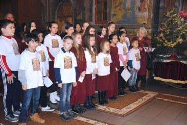 Празник на църквата в Симитли! Деца от Неделното училище посрещнаха миряните с коледни песни
