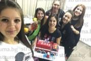 Колеги изненадаха с торта-пожарна студентката в МВР академията Г. Алексова