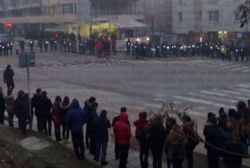 Стотици студенти отново блокираха кръстовището на смъртта