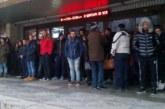 ОТ ПОСЛЕДНИТЕ МИНУТИ! Протестиращите обградиха сградата на Община Благоевград