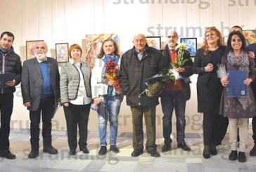 """Педагози от Кюстендилско показаха свои творби в изложба """"Убежни точки"""""""