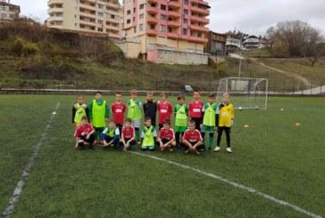 Футболните таланти от Сандански наредиха четири победи срещу школниците на македонски национал