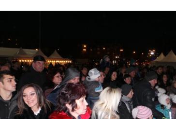 4000 лампички светнаха на елхата в Перник