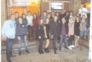 Десетокласници от Математическата празнуваха с танци и хора