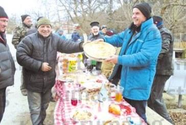 50 джерманци се събраха за Коледа на вино, ракия и мъжка баница