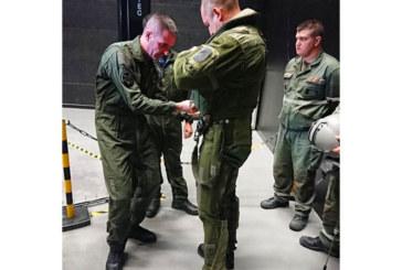 Българският президент пилотира изтребител във Франция