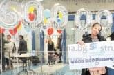 Възпитаничка на Икономическия в Благоевград стана пътник № 6 000 000 на летище София,  получи ваучери за 550 евро