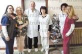 Бившият директор на Здравната каса д-р Р. Кондев пое управлението на вътрешно  отделение, колективът го  посрещна пред кабинета