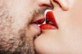 Млада жена загуби слуха си след страстна целувка