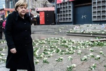 Бели рози и паметник в знак на почит към жертвите на атентата в Берлин