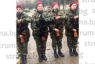 """ЗА ЧЕСТТА НА ПАГОНА! Благоевградчанката, бивш лидер на """"Атака"""", Н. Барбазова положи клетва като резервист след 2 седмици лазене в кал и студ, стрелба с АК-47, мятане на бомби и окопаване"""