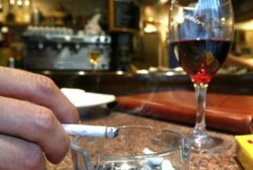 Затягат контрола върху пушенето на закрито