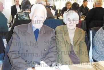 Учителското семейство Вера и Методи Илчеви след 50 г. съвместен живот: Съдбата ни събра през 1967 г. в училището в благоевградското  село Лисия, построихме си дом в Дупница, сега  живеем щастливи старини в Дяково