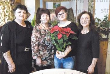 Санданчанка чества 30-ия си рожден ден с приятели, сред гостите и първата й учителка