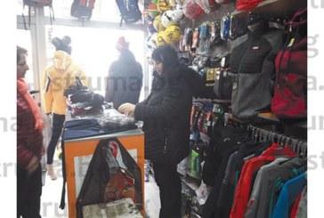 2 СЕДМИЦИ ПРЕДИ ПРАЗНИКА! Търговците в Разлог категорични: Пазаруването тази година за Коледа е слабо, много семейства купуват подаръци само на децата