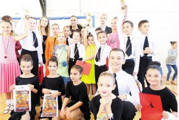 """Танцьорите на """"Импулс"""" отличници в Дупница"""