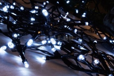 Жена постави коледни лампички и получи сметка за ток от 284 милиарда
