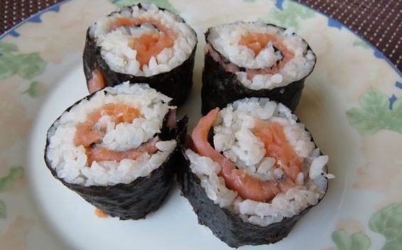 Домашно суши със сьомга