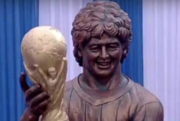 И Марадона се сдоби с абсурдна статуя