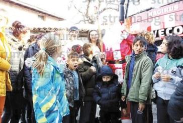 Дядо Коледа пристигна в Банско с пожарна