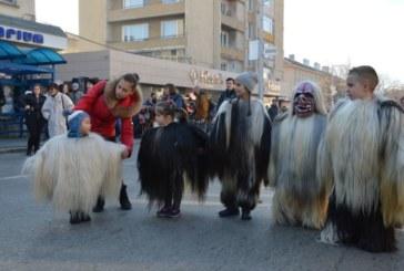 """Грамада"" и ""Плажа"" обраха призовите награди на кукерския фестивал в Благоевград"