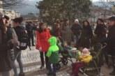 Едва 20-тина майки излязоха на протеста в Благоевград срешу таксите в детските градини