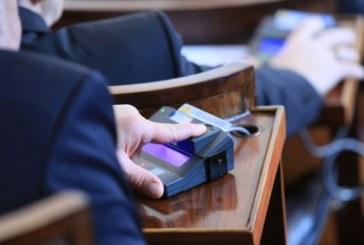 Депутатите гласуват вота на недоверие към кабинета