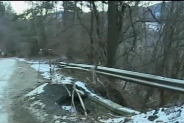 Аларма за пътуващите към Боровец, пропаднал участък от пътя!