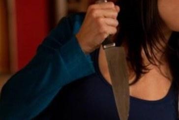 Ревнива съпруга заби кухненски нож в гърдите на мъжа си заради групов секс